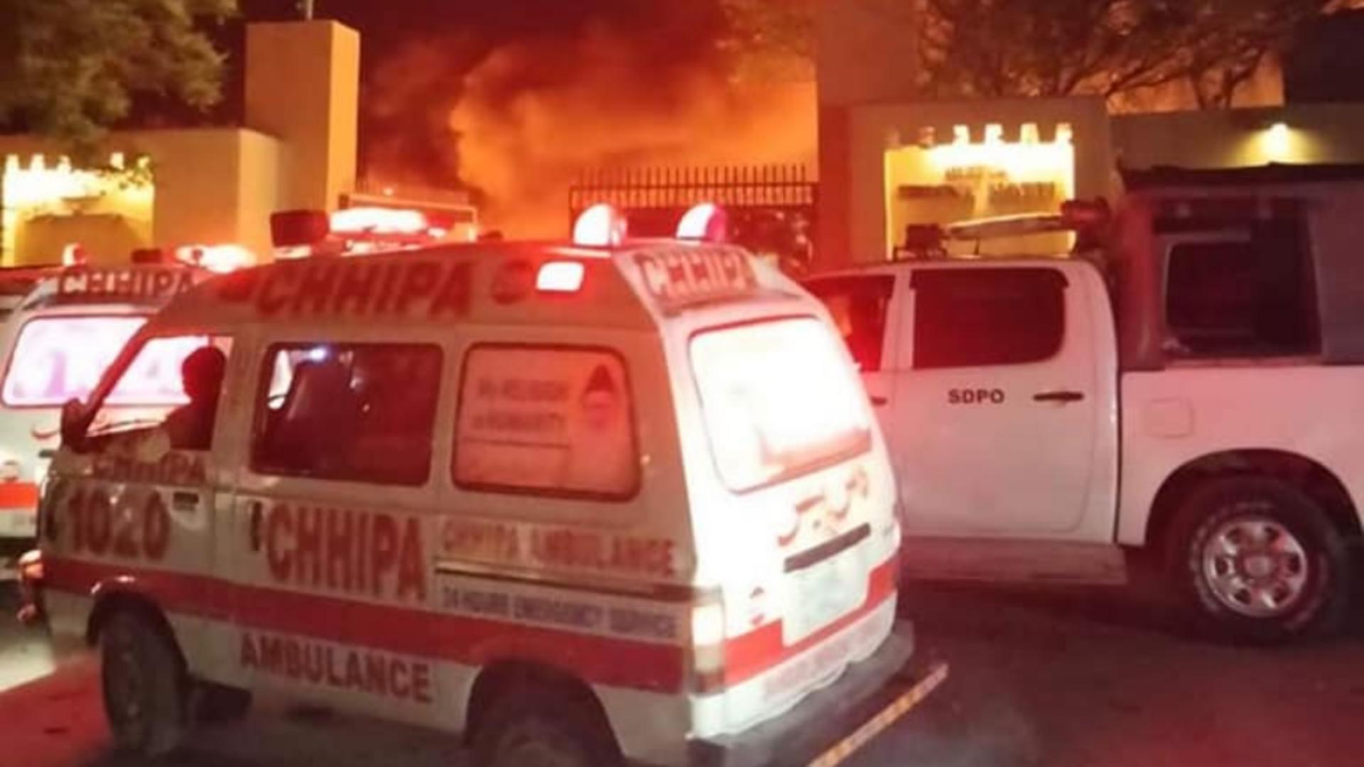 Explozie la un hotel din Pakistan. Cel puțin 3 oameni au murit, iar 11 au fost răniți. Foto/Facebook