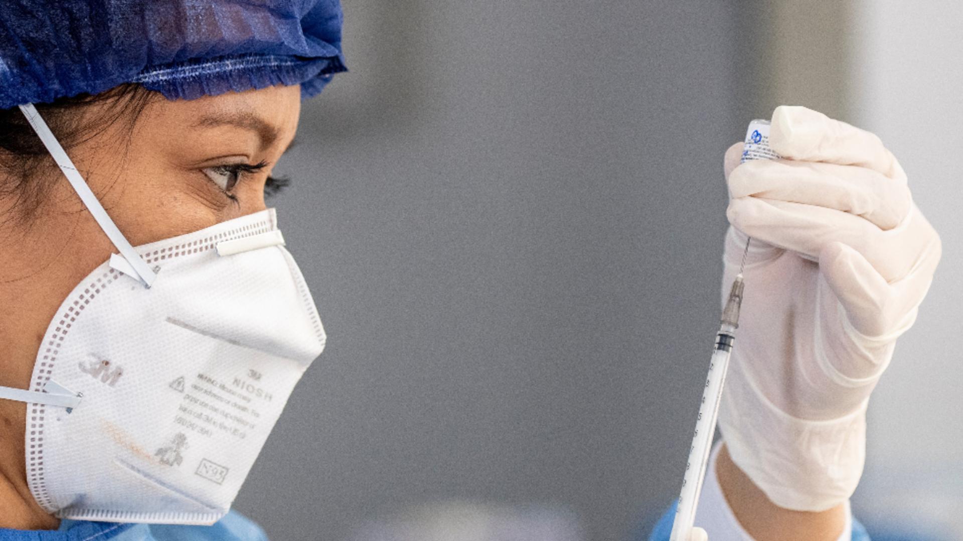 Tinerii americani, motivați cu bani să se vaccineze
