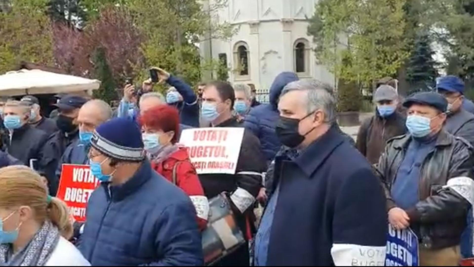 Proteste în fața Primăriei Iași. Se cere adoptarea bugetului. FOTO/Captură video