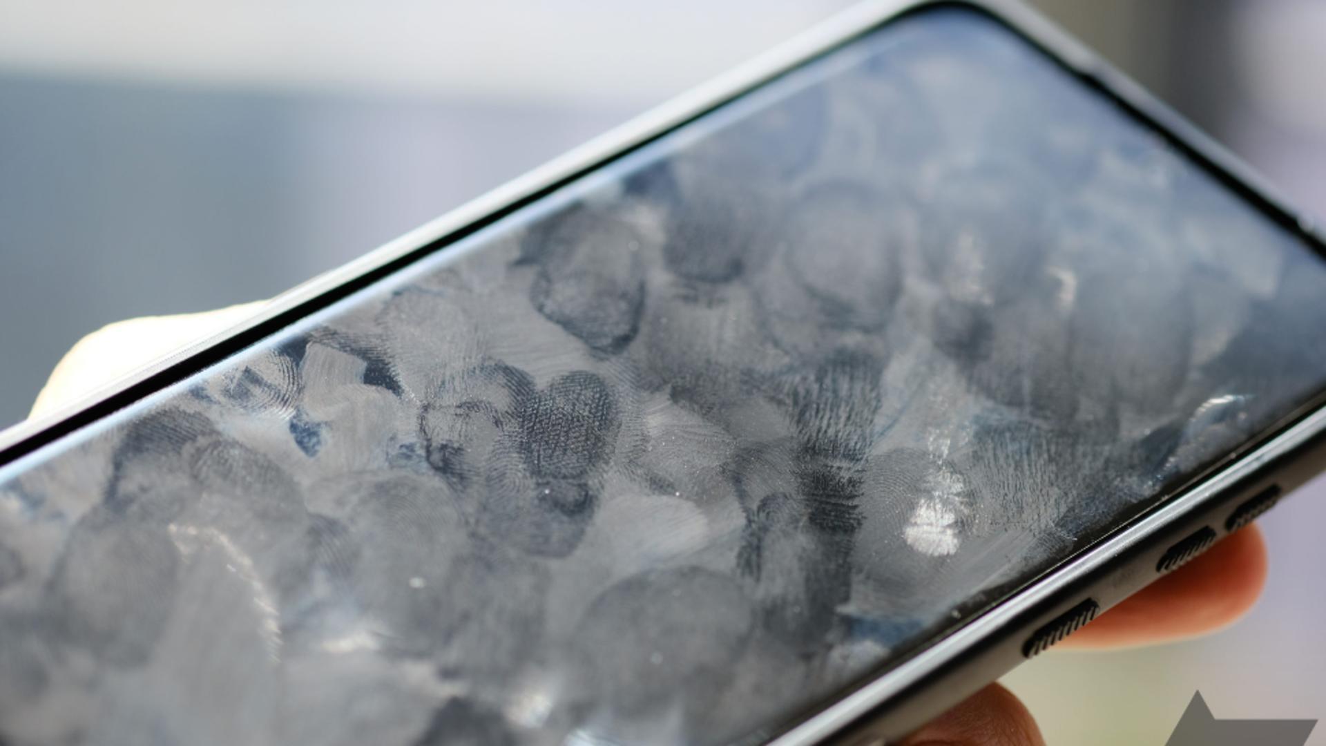 """Telefonul mobil, """"purtător"""" de microbi. Foto/androidpolice.com"""