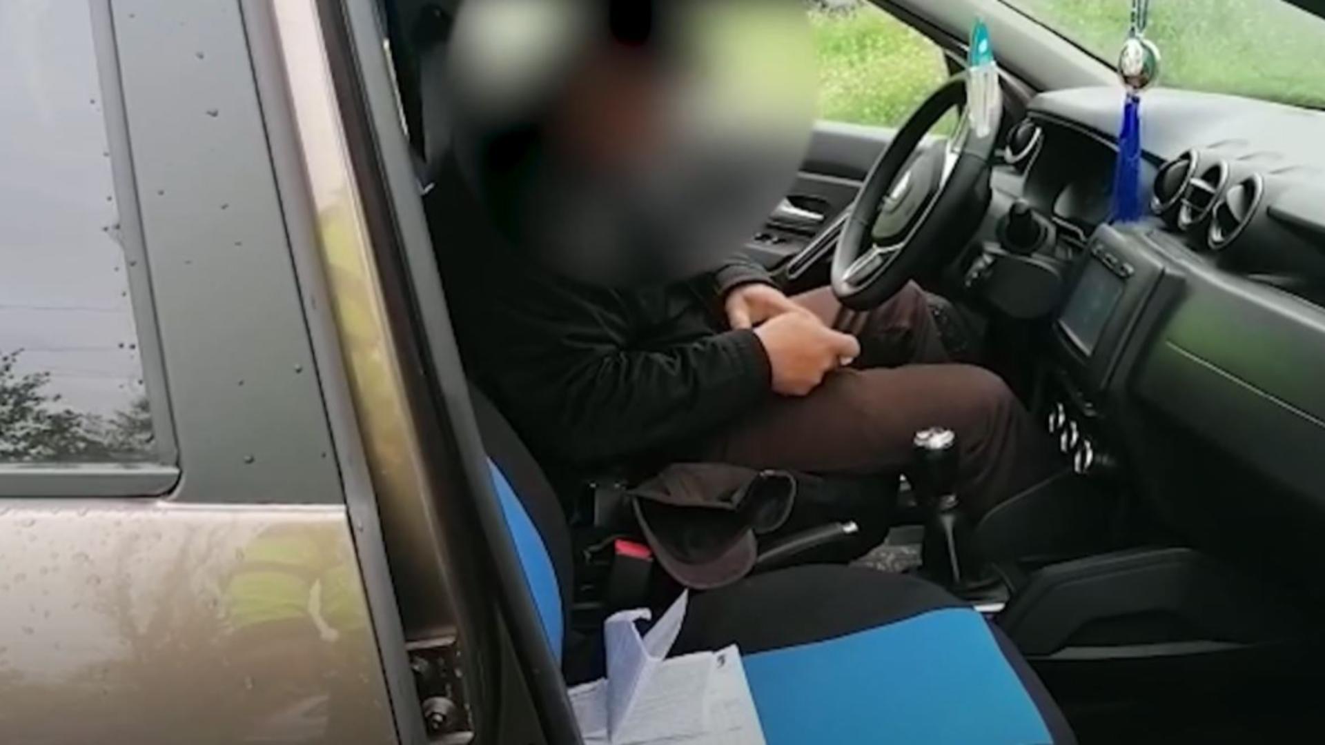 A adormit la volan și a blocat o intersecție din Galați. Foto/captură video