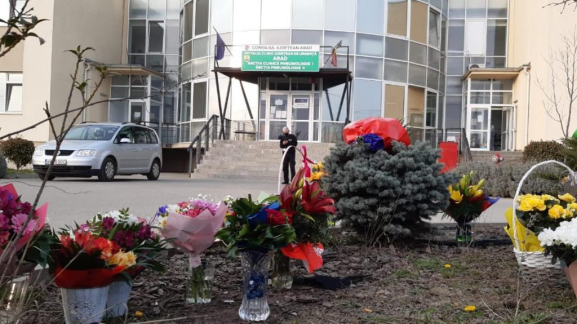 Gest de recunoștință pentru medici la Spitalul COVID din Grădiște, jud. Arad Foto: SpecialArad.ro