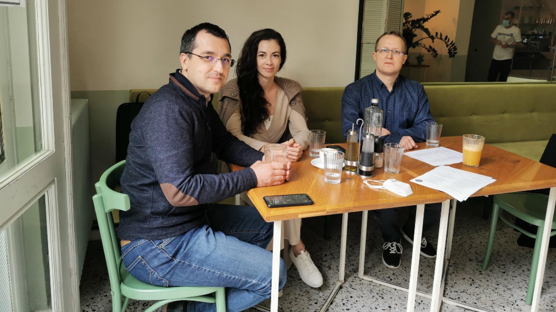 Laura Ștefănuț alături de Vlad Voiuclescu și Marius Comper. Foto/Facebook