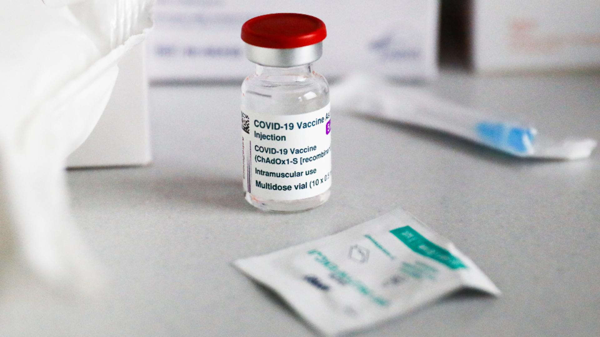 O noua transa de vaccin AstraZeneca ajunge duminica in Romania
