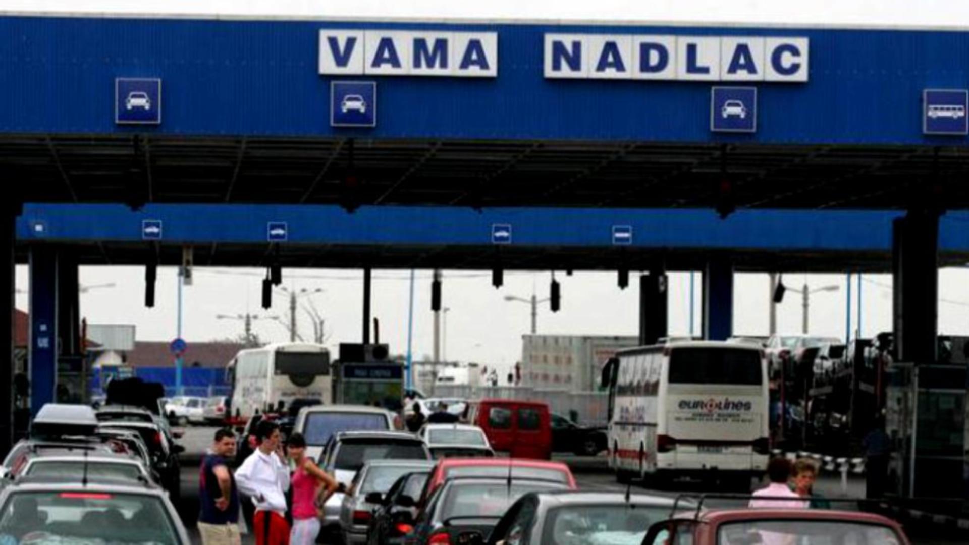 Românii vin în țară de Paște - cozi și haos la vamă