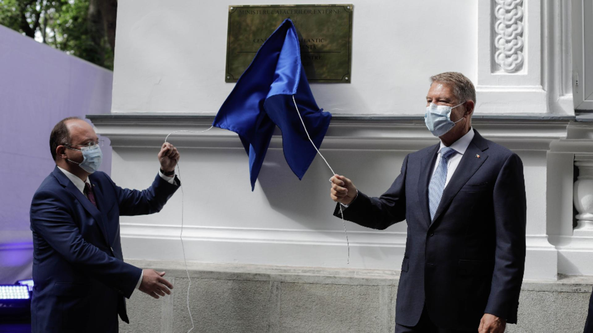 Klaus Iohannis, Bogdan Aurescu, la inaugurarea Centrului NATO pentru Reziliență, propus de România Foto: INQUAM/George Călin
