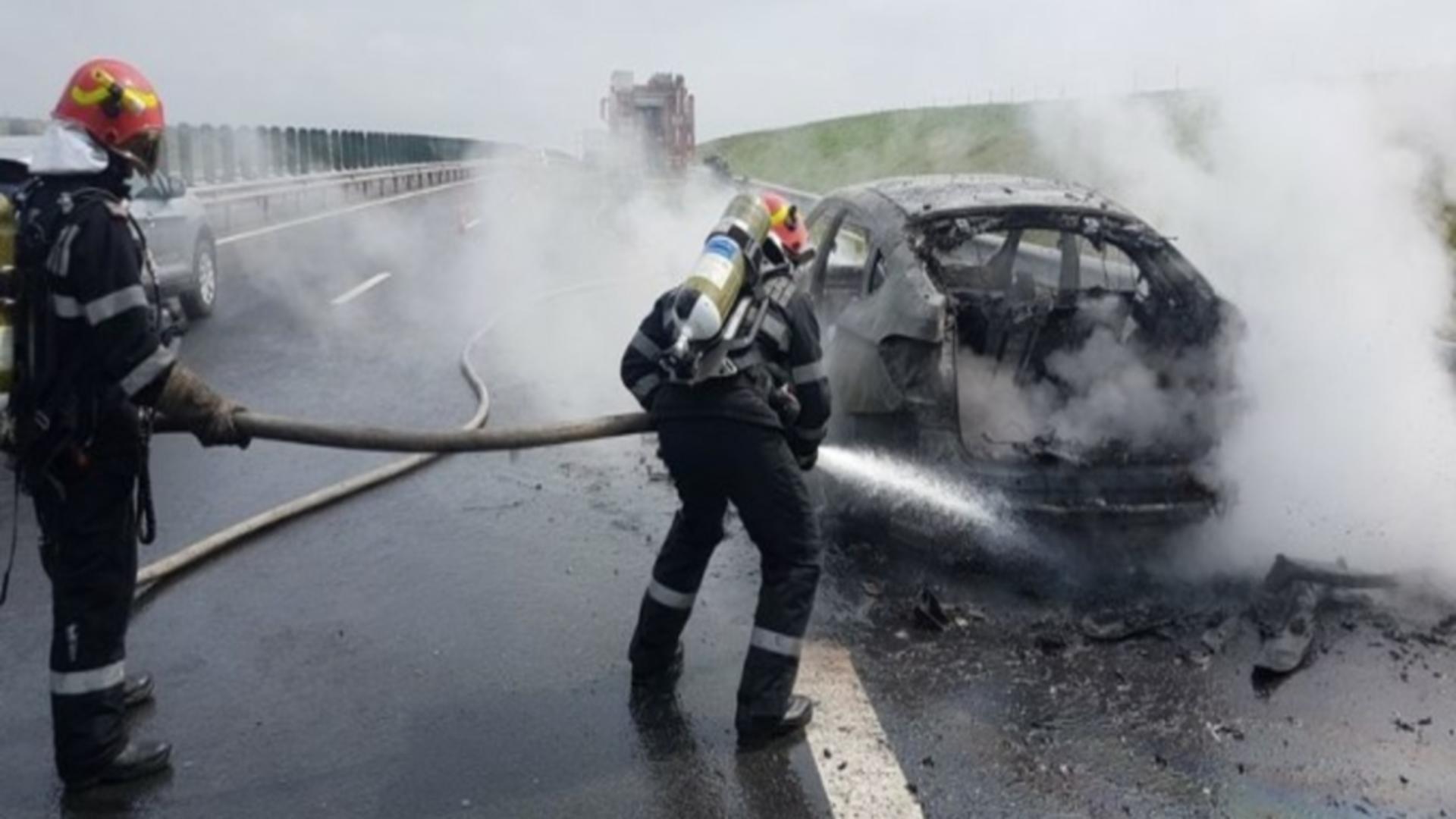 Mașină în flăcări pe A1