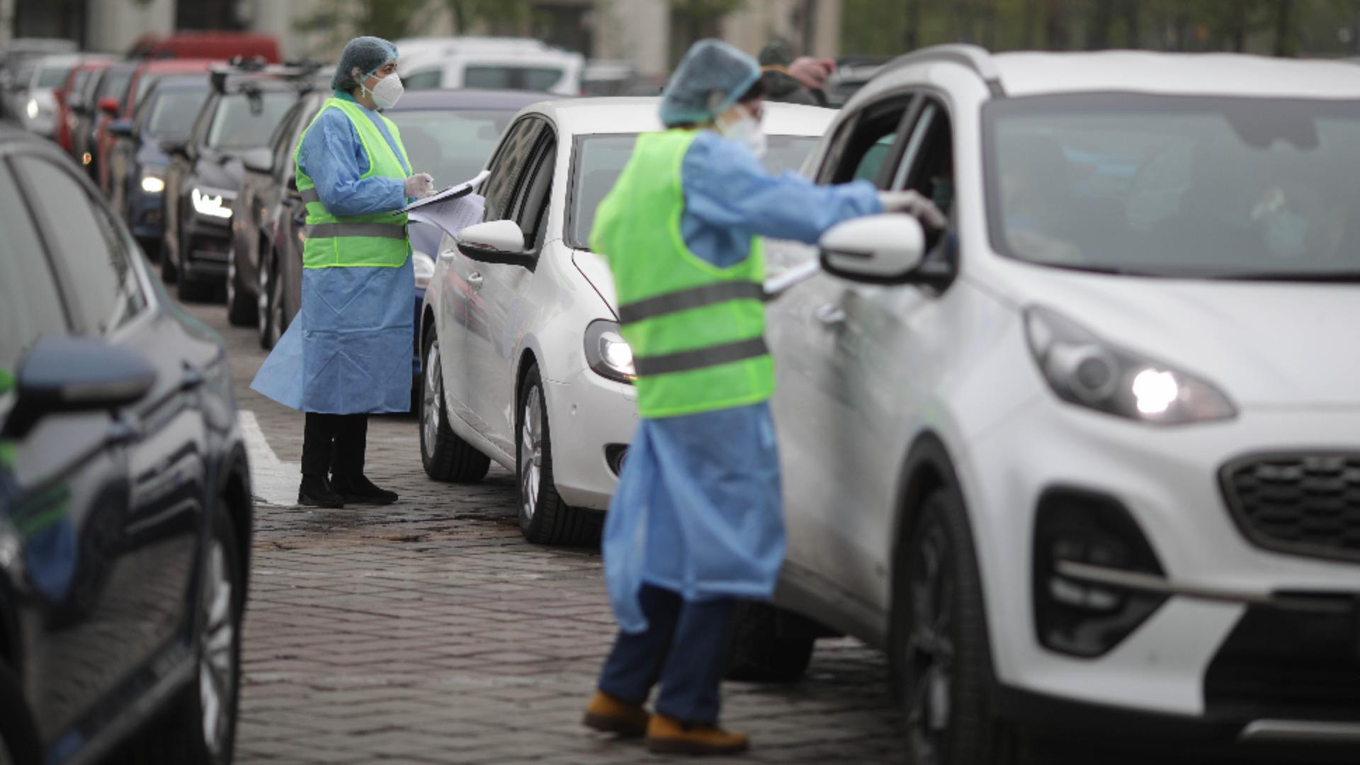 Nicușor Dan, bonusuri pentru cei care se vaccinează anti-COVID-19 din mașină Foto: INQUAM/Octav Ganea