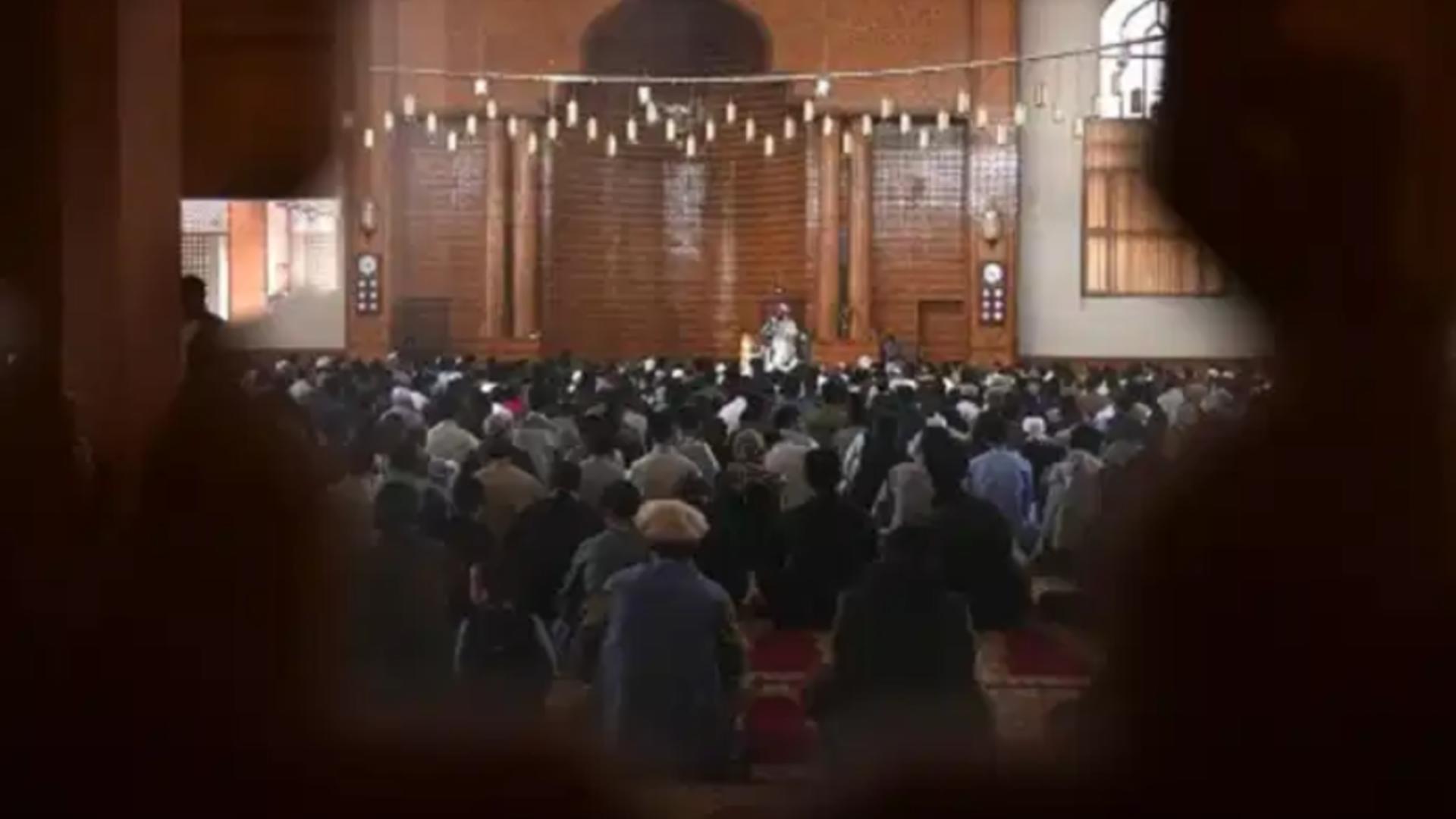 Rugăciune moschee Kabul / Captură foto