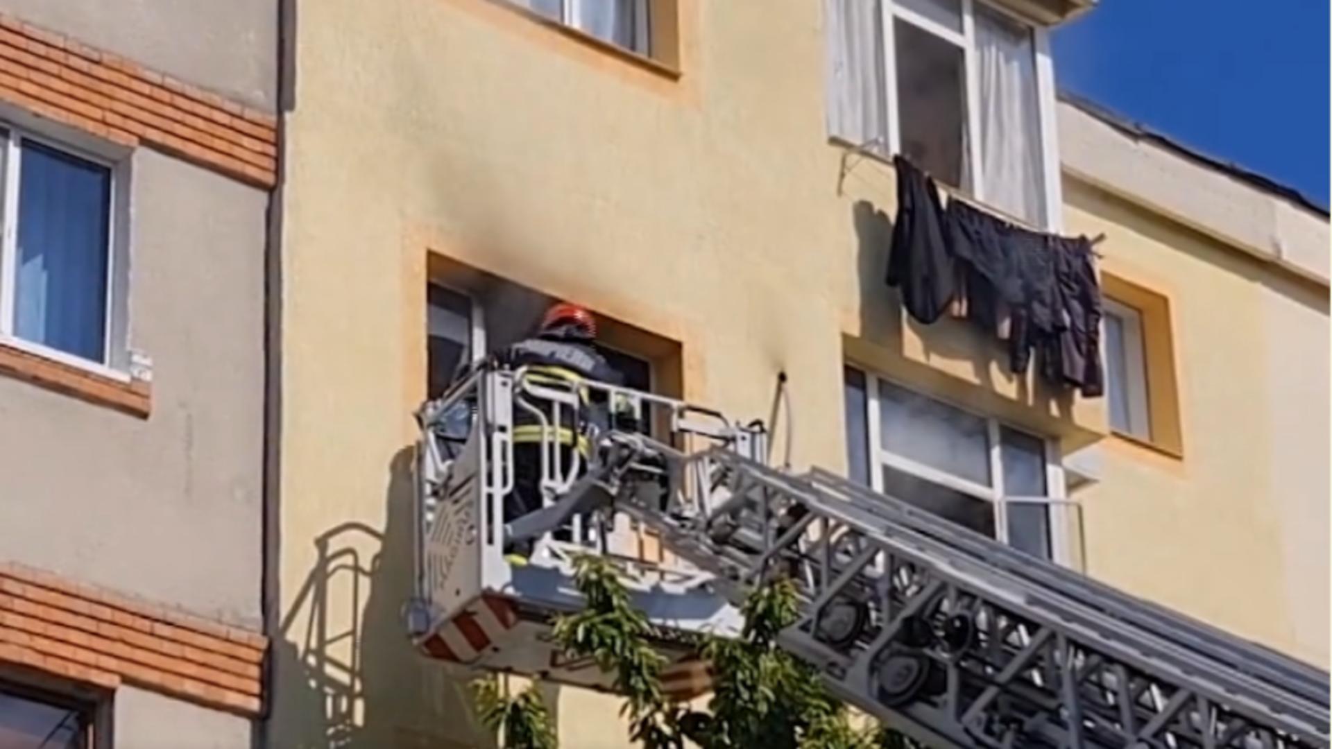 Incendiu bloc Pitești