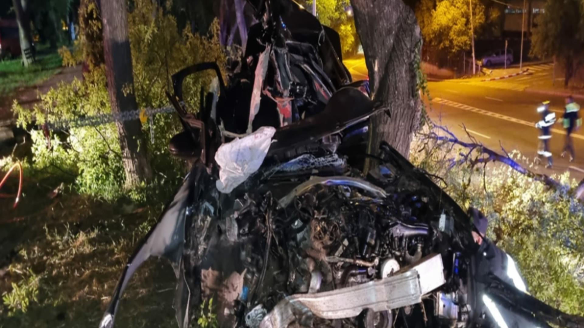 Accident CUMPLIT la intrarea în Medgidia - doi tineri au murit STRIVIȚI de copacii de pe marginea drumului