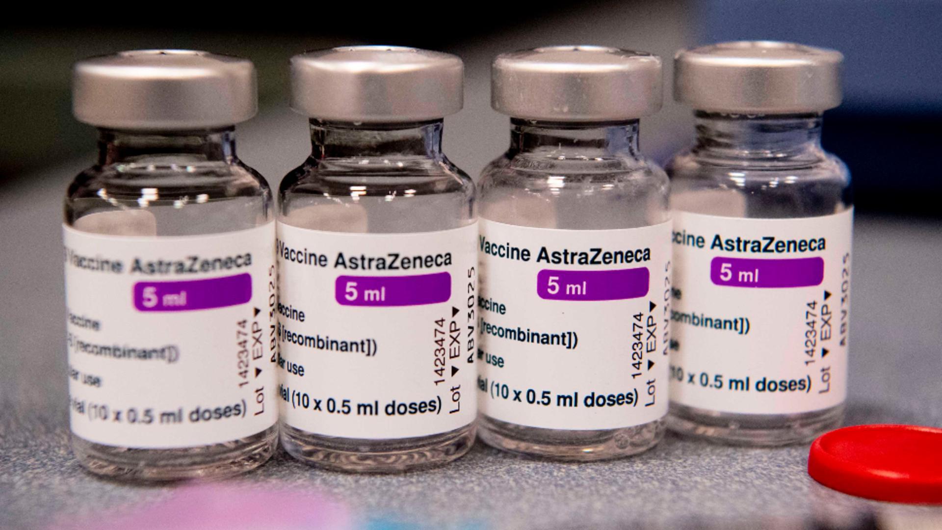 România ia în calcul să scoată la vânzare vaccinurile AstraZeneca rămase nefolosite / Foto: Profi Media