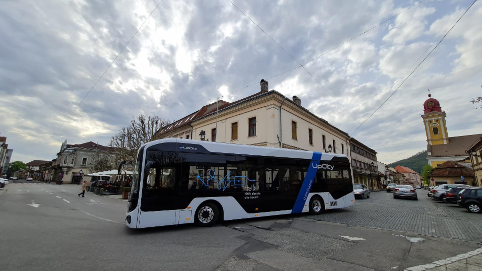 Primul autobuz cu propulsie electrică fabricat în România. Foto/Facebook
