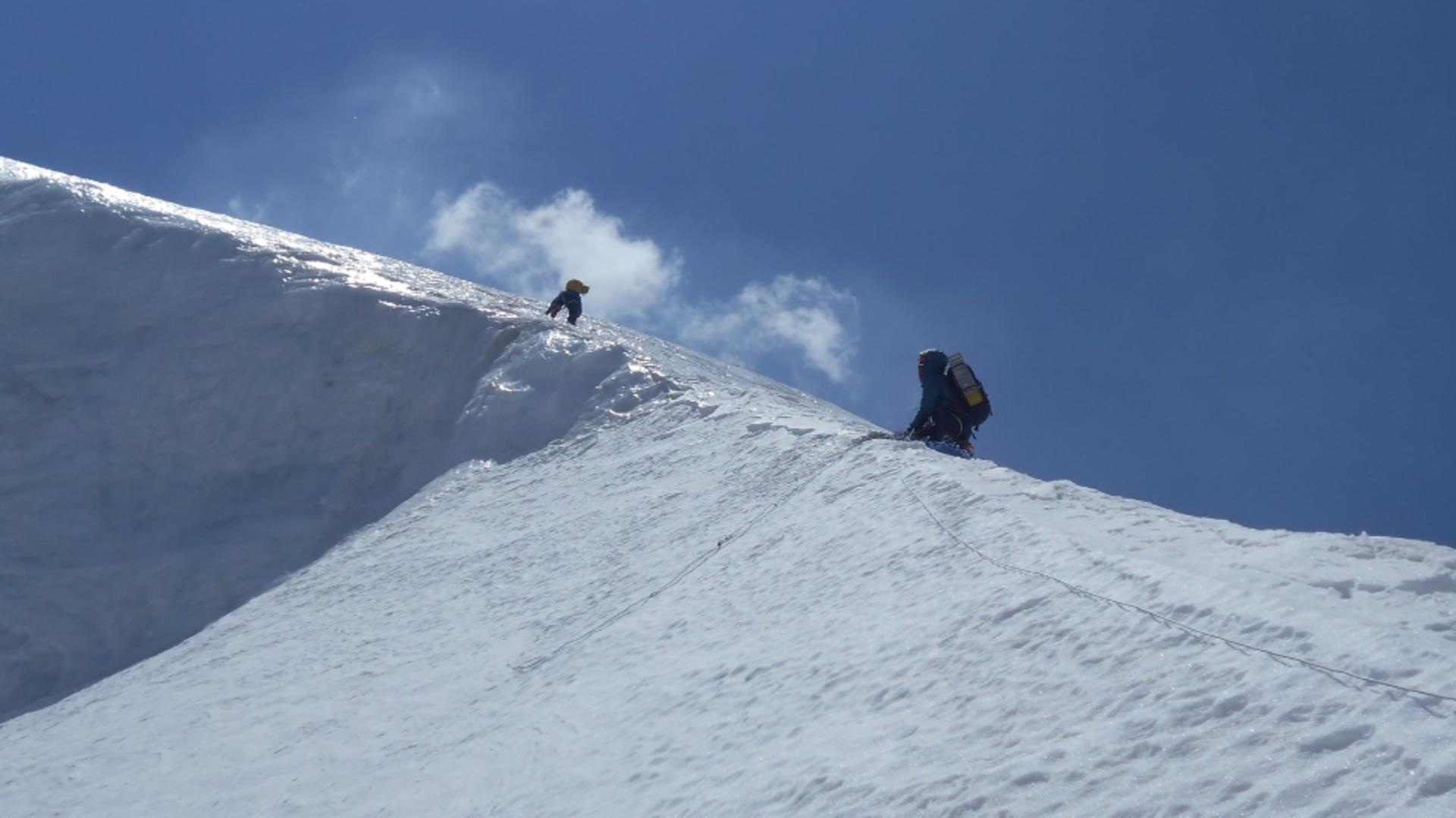 Horia Colibăşanu, la un pas să renunțe la ascensiunea pe Himalaya după ce a fost surprins de o avalanșă Foto: Facebook.com