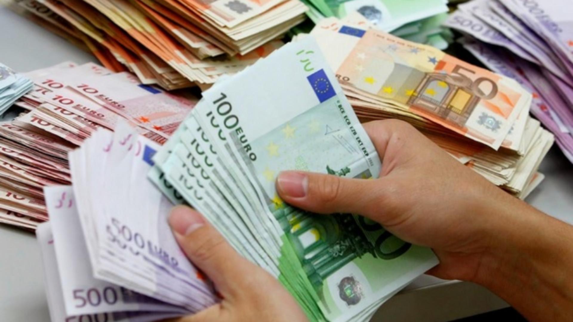 Potrivit specialiștilor, euro a crescut până la maximul ultimilor 6 ani