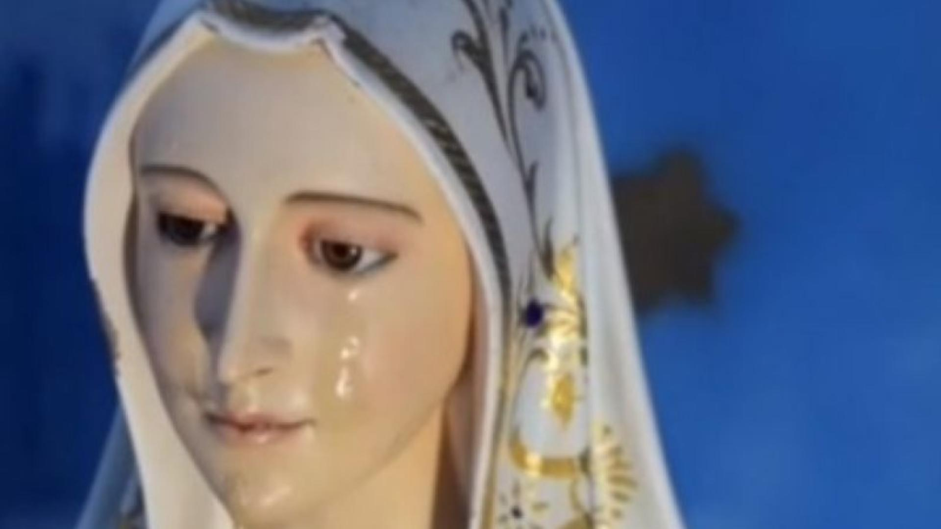 Minunea din Timiș: LACRIMI în ochii statuii Maicii Domnului din Sânandrei