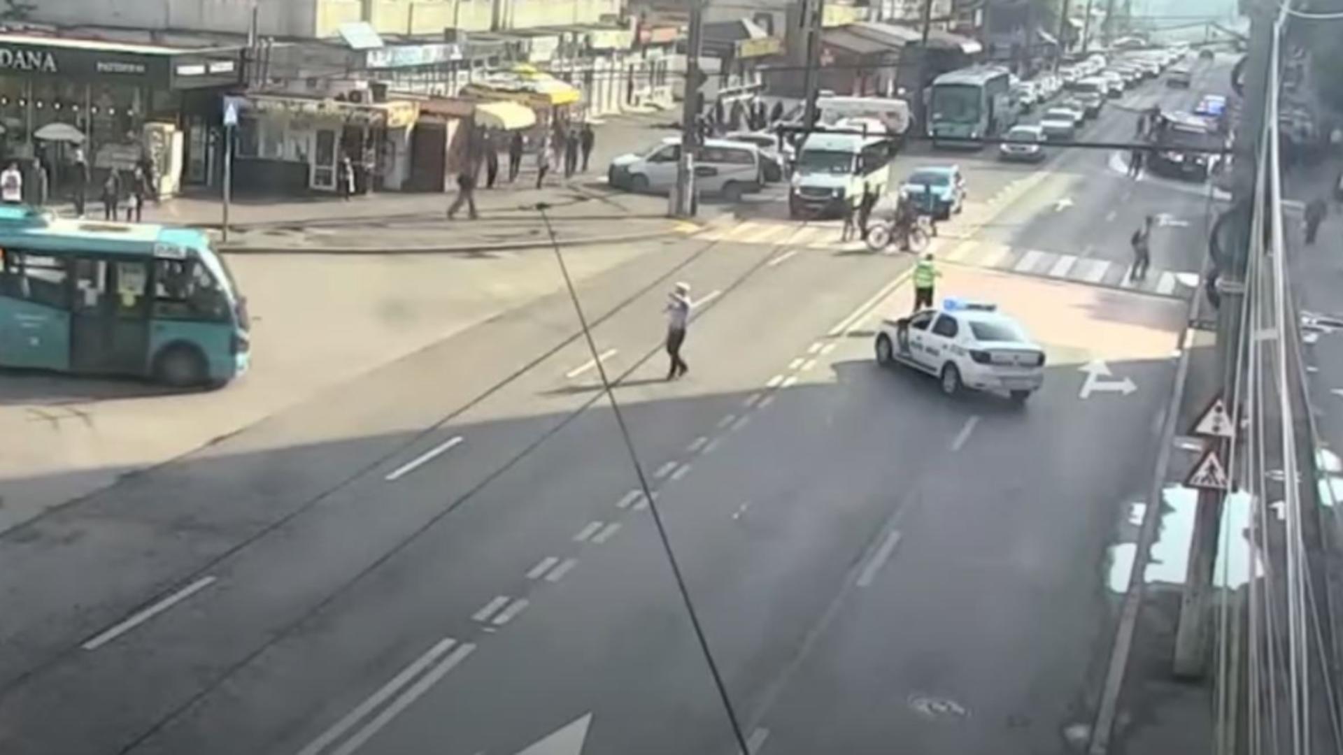 Un pieton a fost spulberat de o șoferiță, în Galați. Foto/Captură video