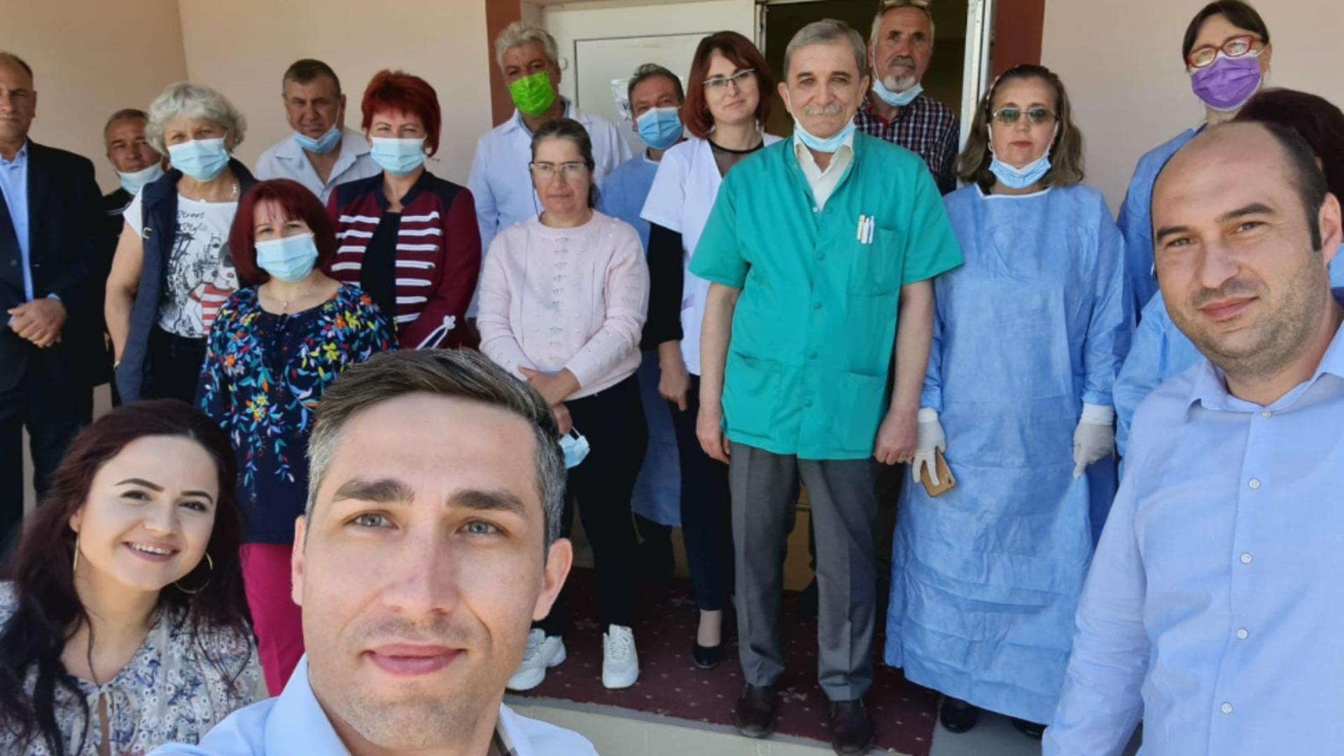 Valeriu Gheorghiță s-a reîntors în satul său natal să vaccineze - Cum l-au primit localnicii Foto: Facebook