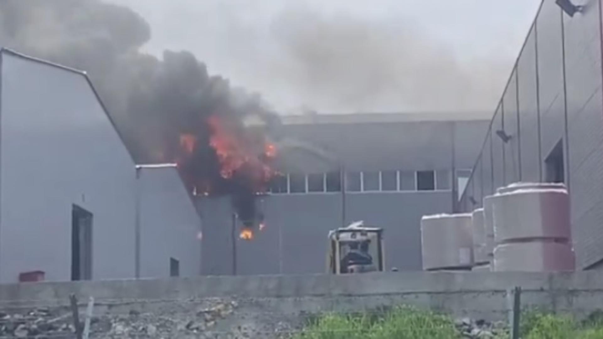 Incendiu fabrica de hârtie