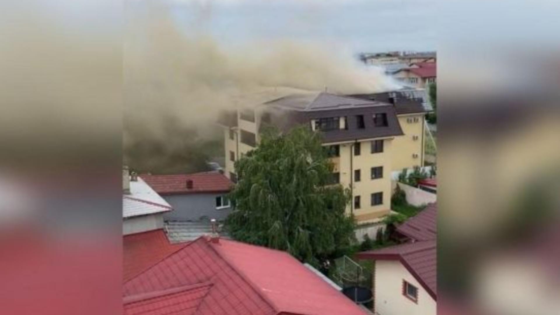 Incendiu uriaș lângă Capitală - Pompierii intervin cu 18 autospeciale