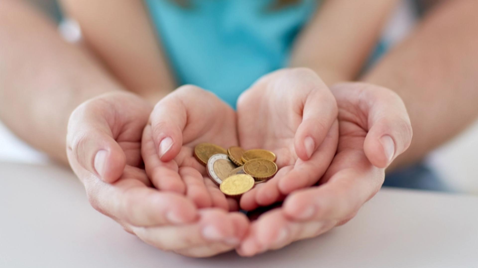 Noi decizii pregătite de Guvern pentru concediul şi indemnizaţia lunară pentru creşterea copiilor