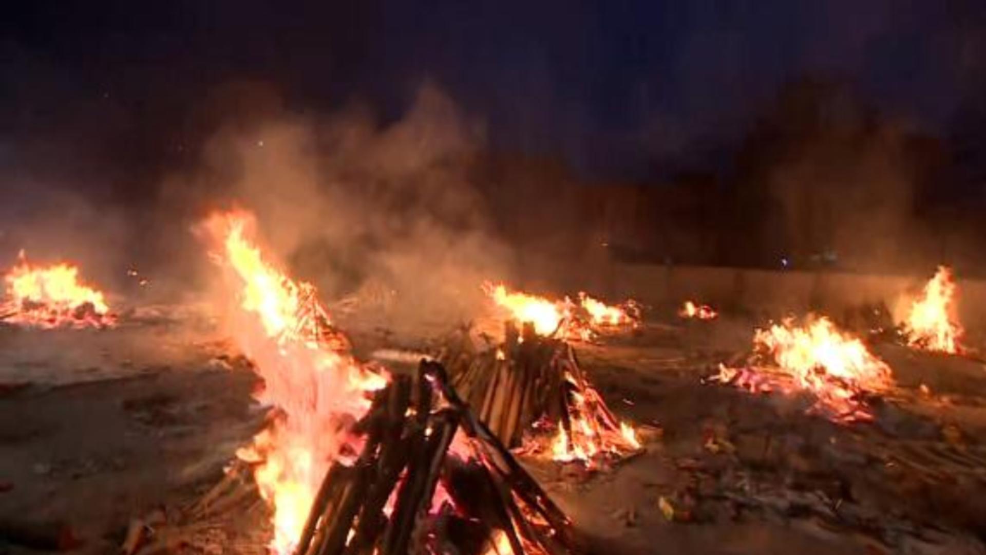 Trupurile victimelor COVID, incinerate ritual