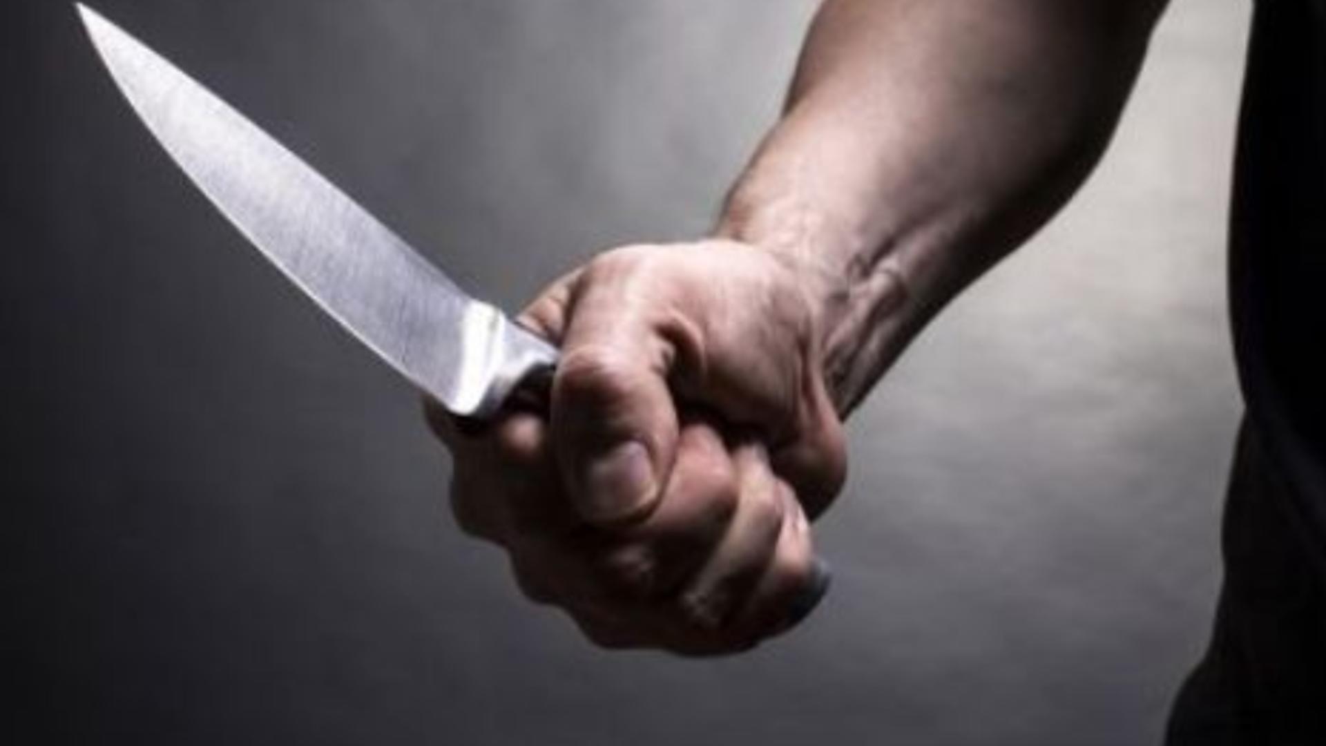 Scandal cu pumni și cuțite în plină zi - Un politician a înjunghiat un fost campion de box