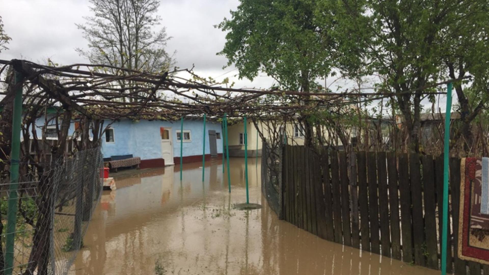 Inundații - imagine cu notă sugestivă