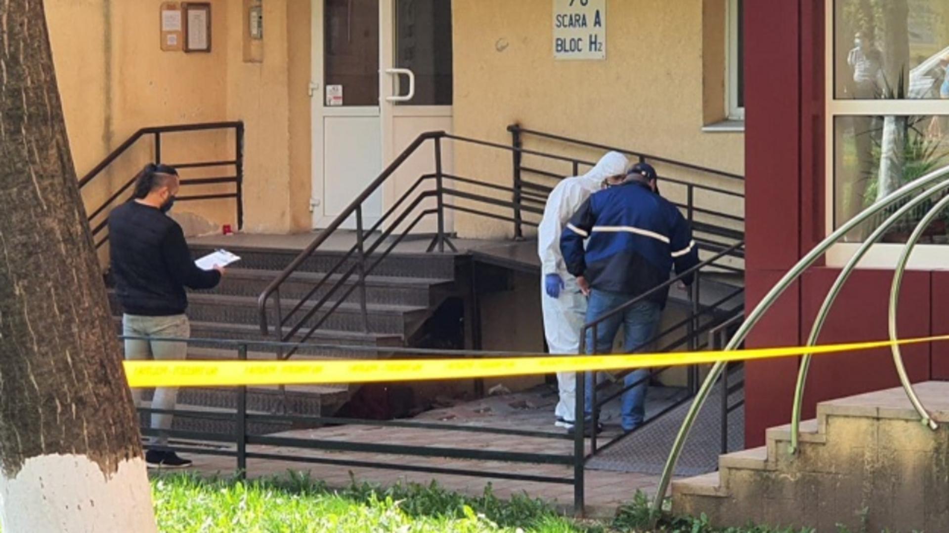 Criminaliștii adună probe la locul faptei