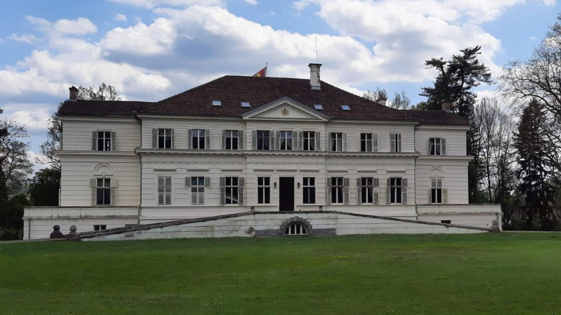 Porți deschise la Săvârșin! Românii pot vizita domeniul regal privat până în luna octombrie