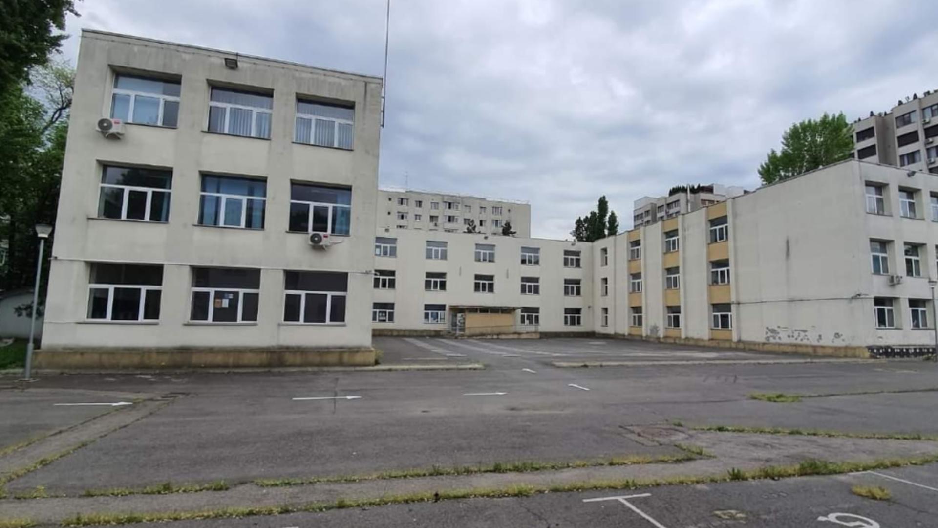 Școală distrusă, în pericol de prăbușire în Capitală! Foto: Facebook.com