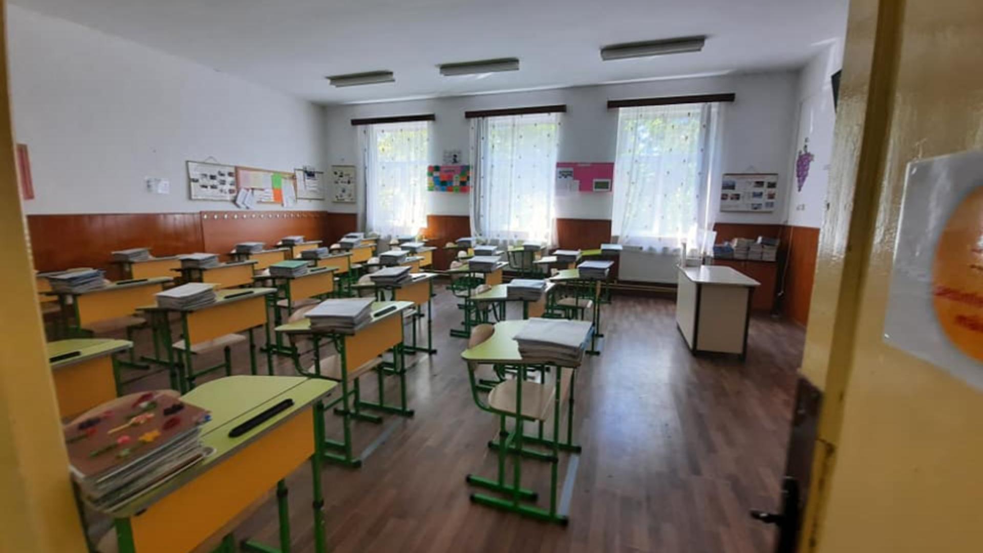 Sală de clasă Școala nr.1 Mizil (foto: FB)
