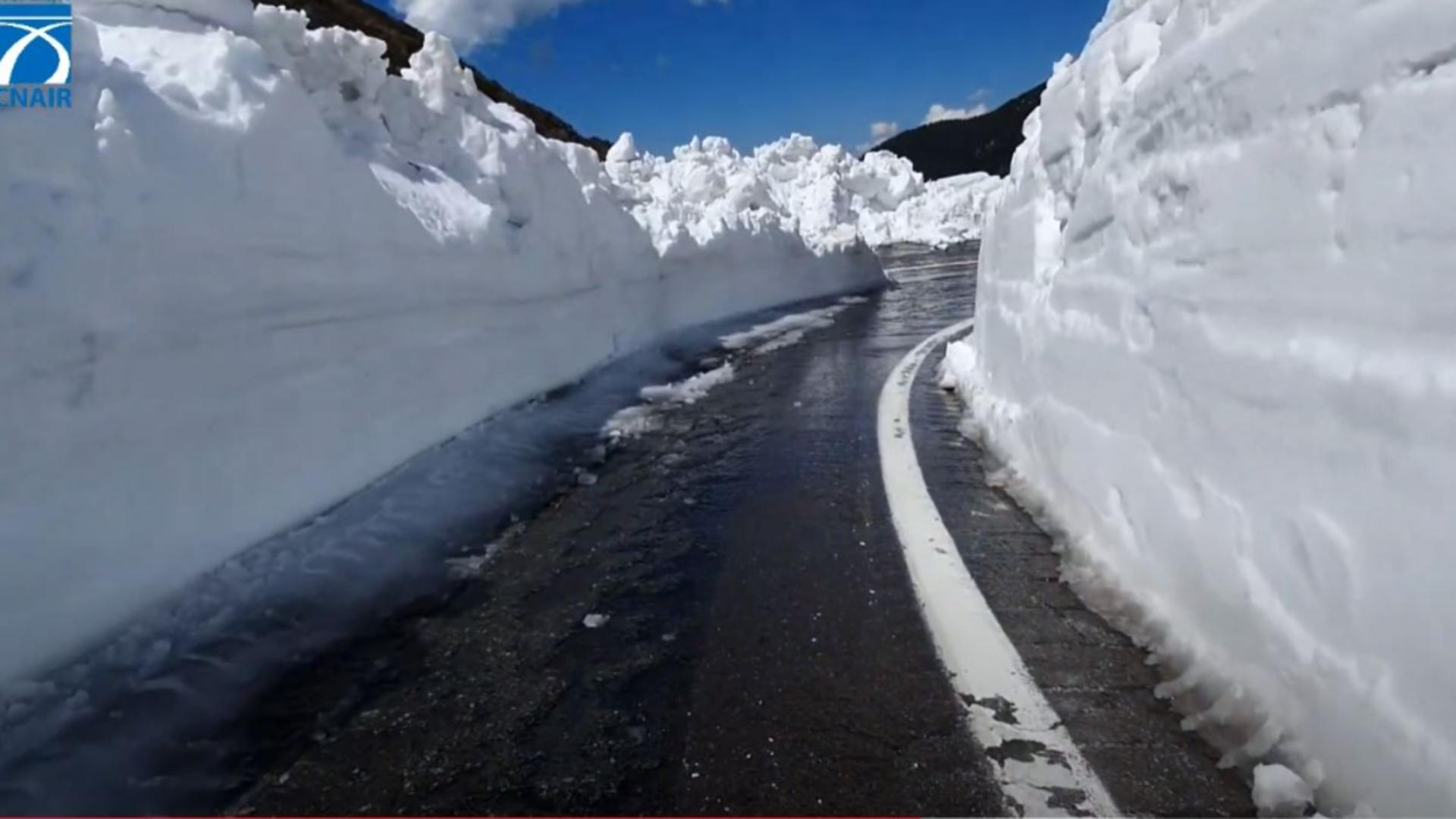 Zăpadă de 6 metri pe Transfăgărășan. Captură video.
