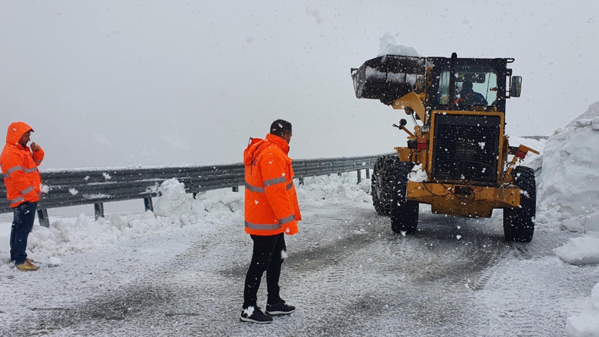 IMAGINI spectaculoase pe Transalpina - Ninge viscolit la sfârșit de mai Foto: DRDP Craiova