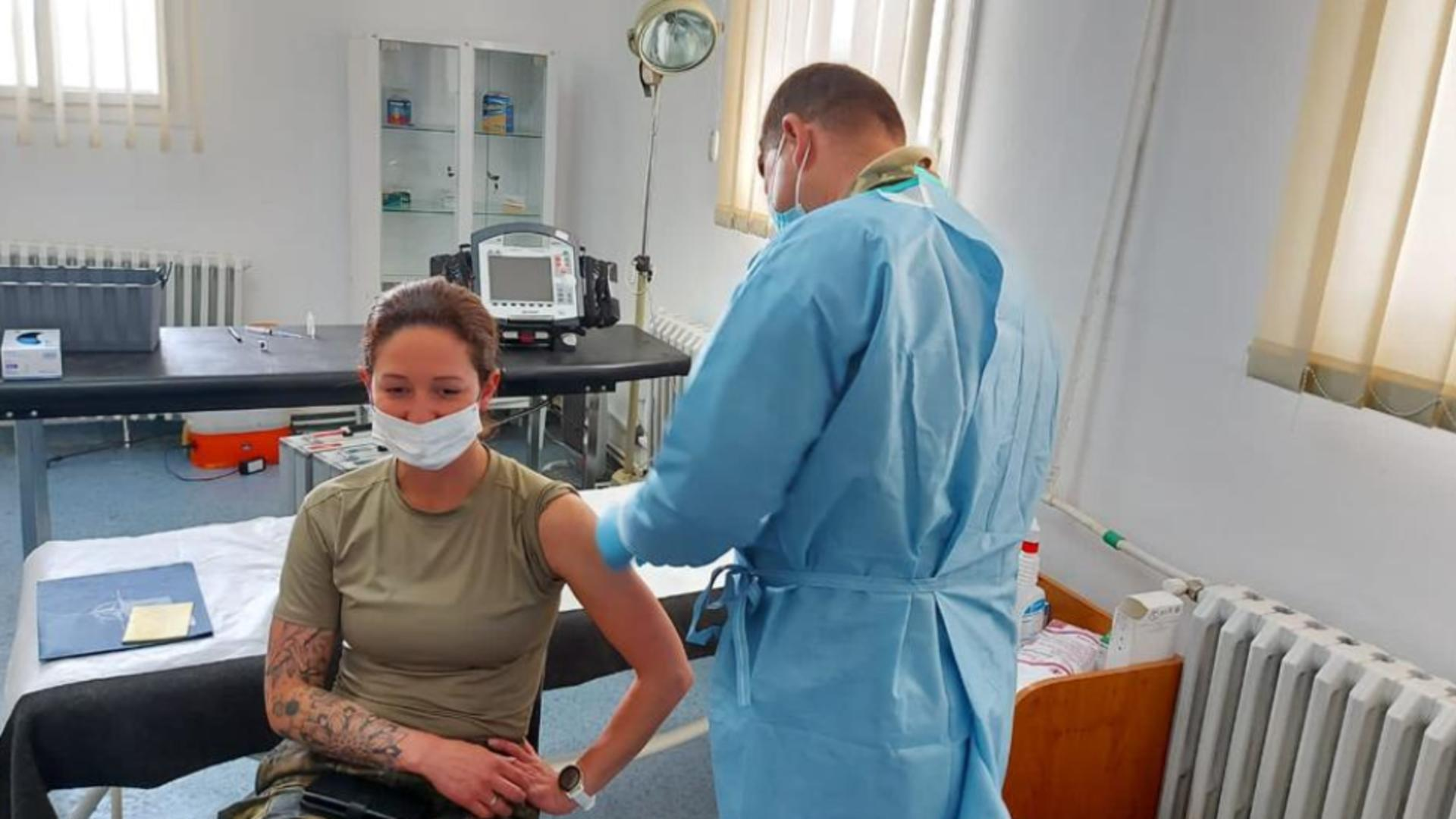 Un nou maraton de vaccinare anti-COVID-19 organizat în spitalele militare