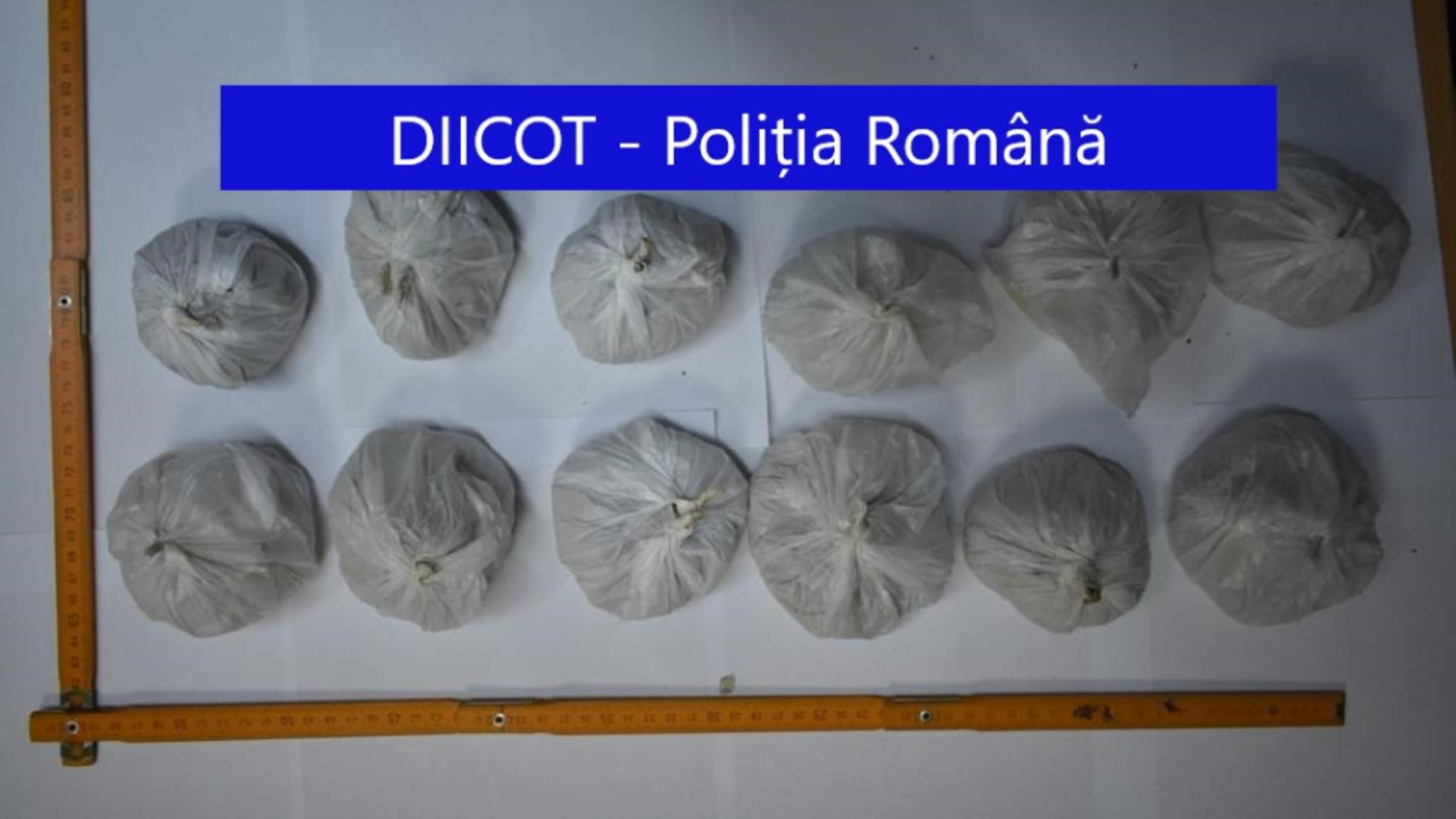Droguri confiscate în Capitală