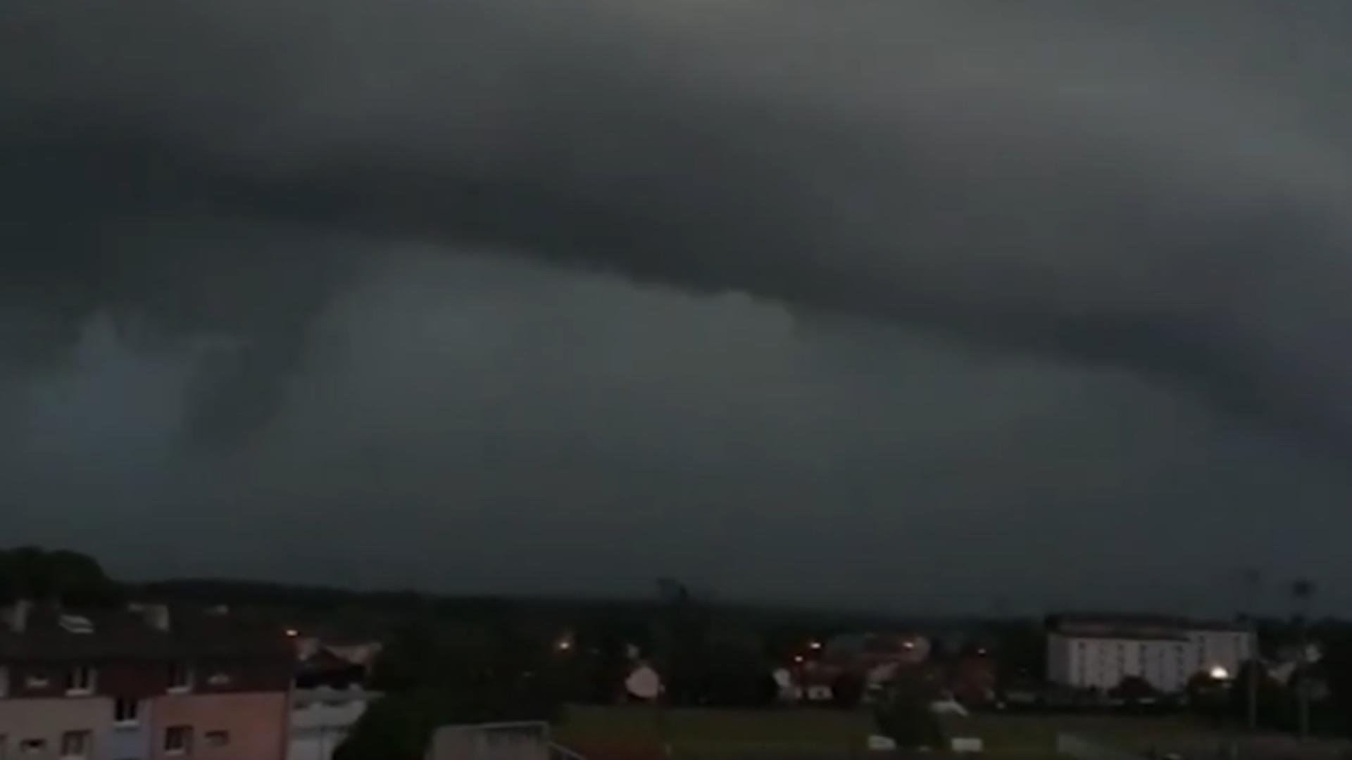 Nori apocaliptici în Franța