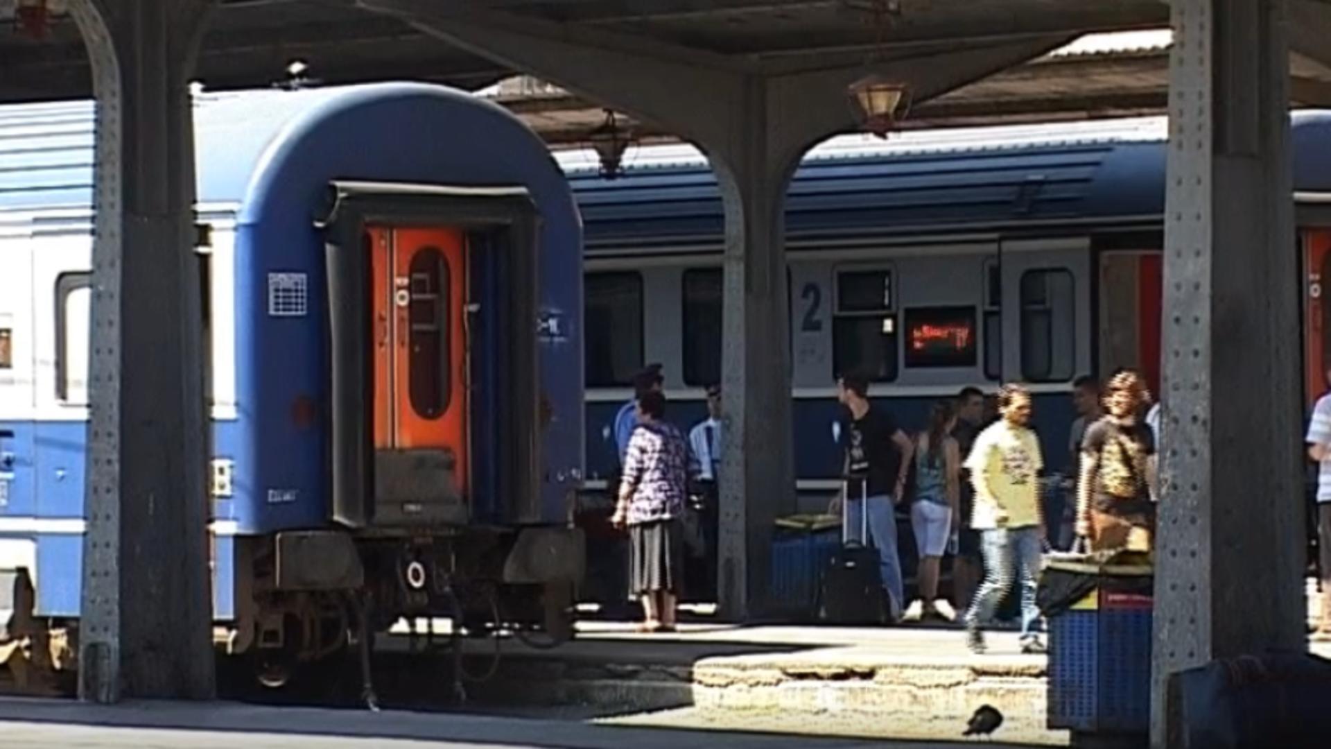 Trenuri în gară