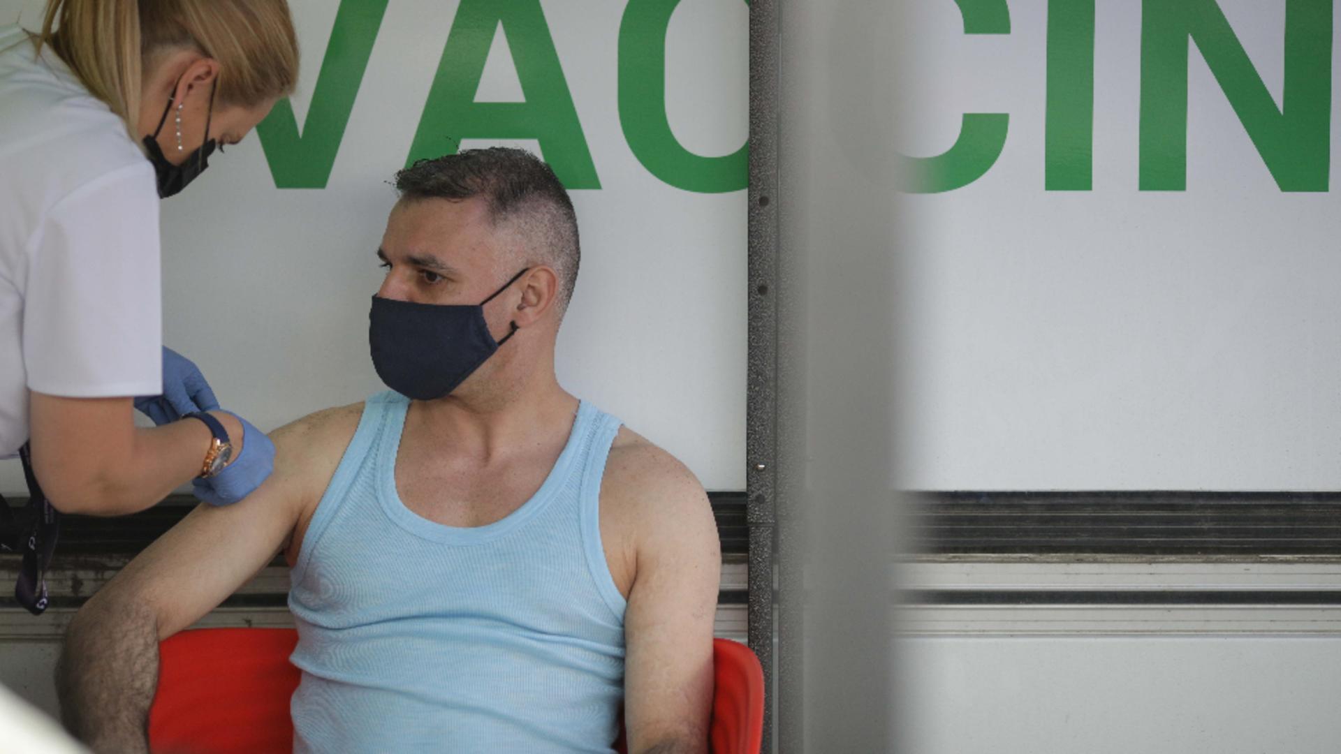 Vaccinare anti-COVID CentruL mobil Terasa Obor / FOTO: Inquam Photos / Octav Ganea