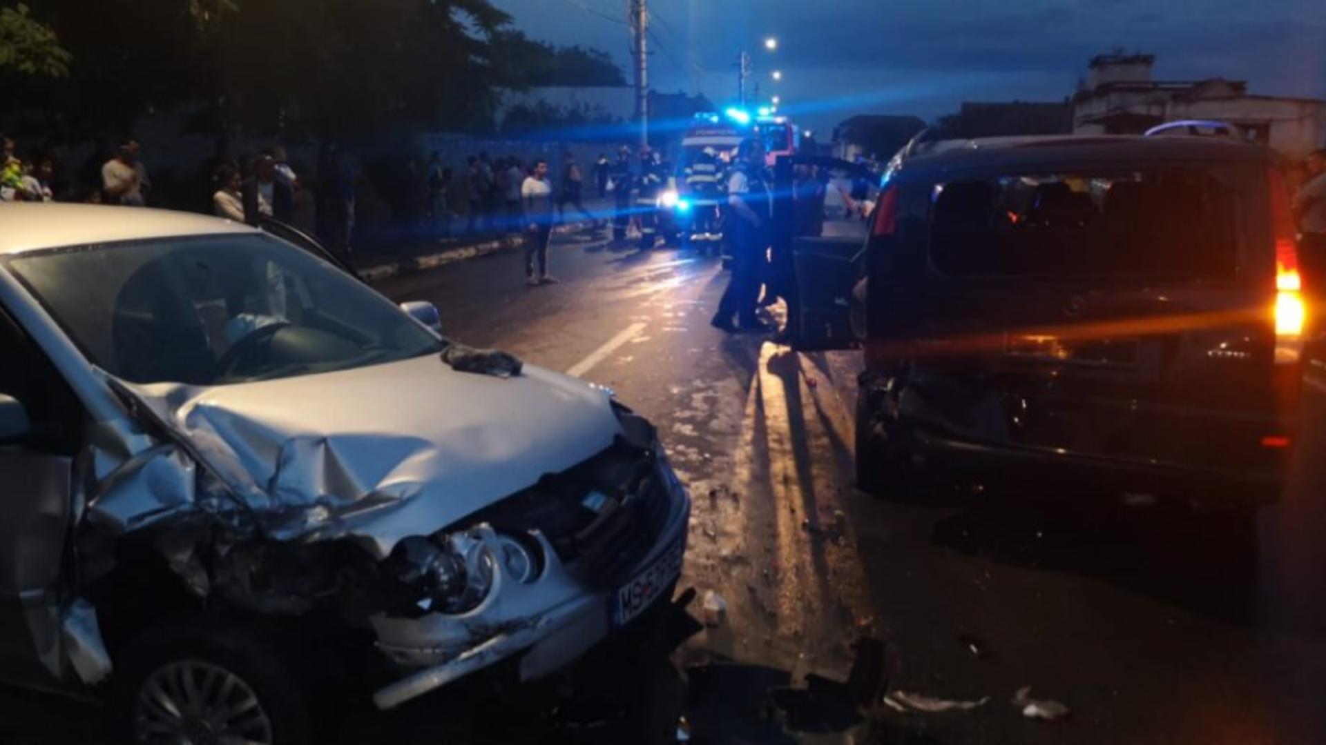Accident GRAV în Târnăveni, jud. Mureș: 4 victime după ciocnirea VIOLENTĂ între două mașini și circulație BLOCATĂ