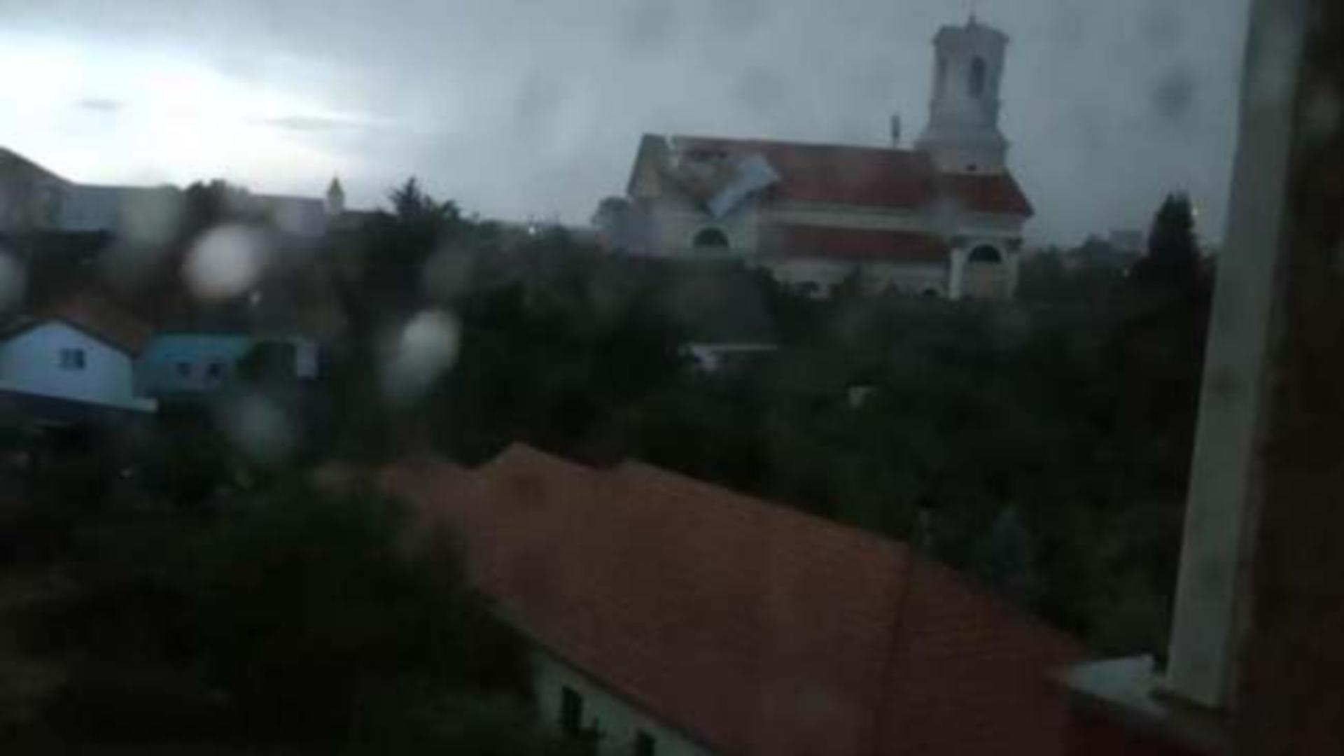 Furtuna a făcut prăpăd la Sânnicolau Mare