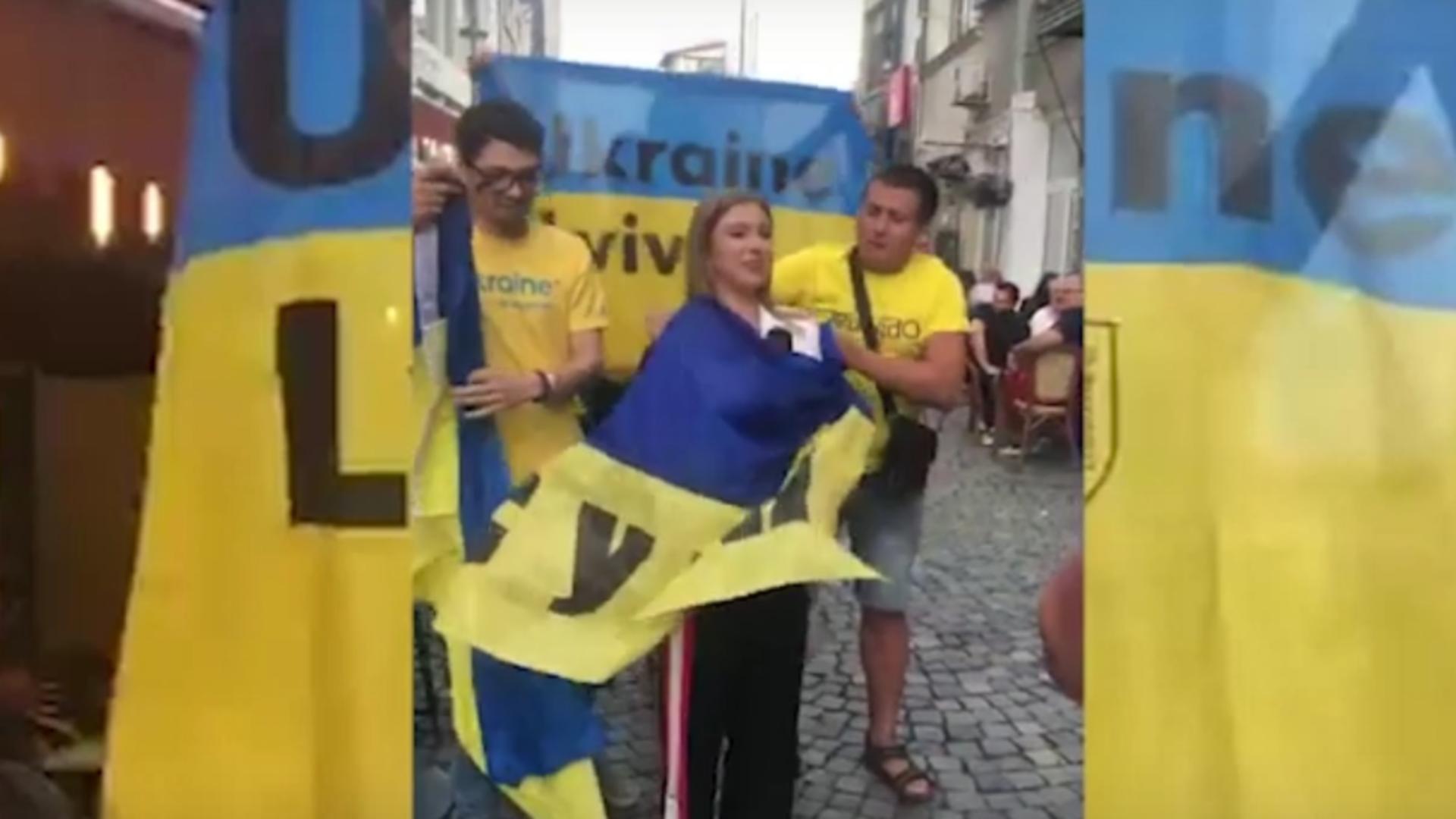 Spectacol după victoria Ucrainei de la EURO 2020: Corespondentul Realitatea PLUS - Adina Iliescu, protagonista unui moment inedit