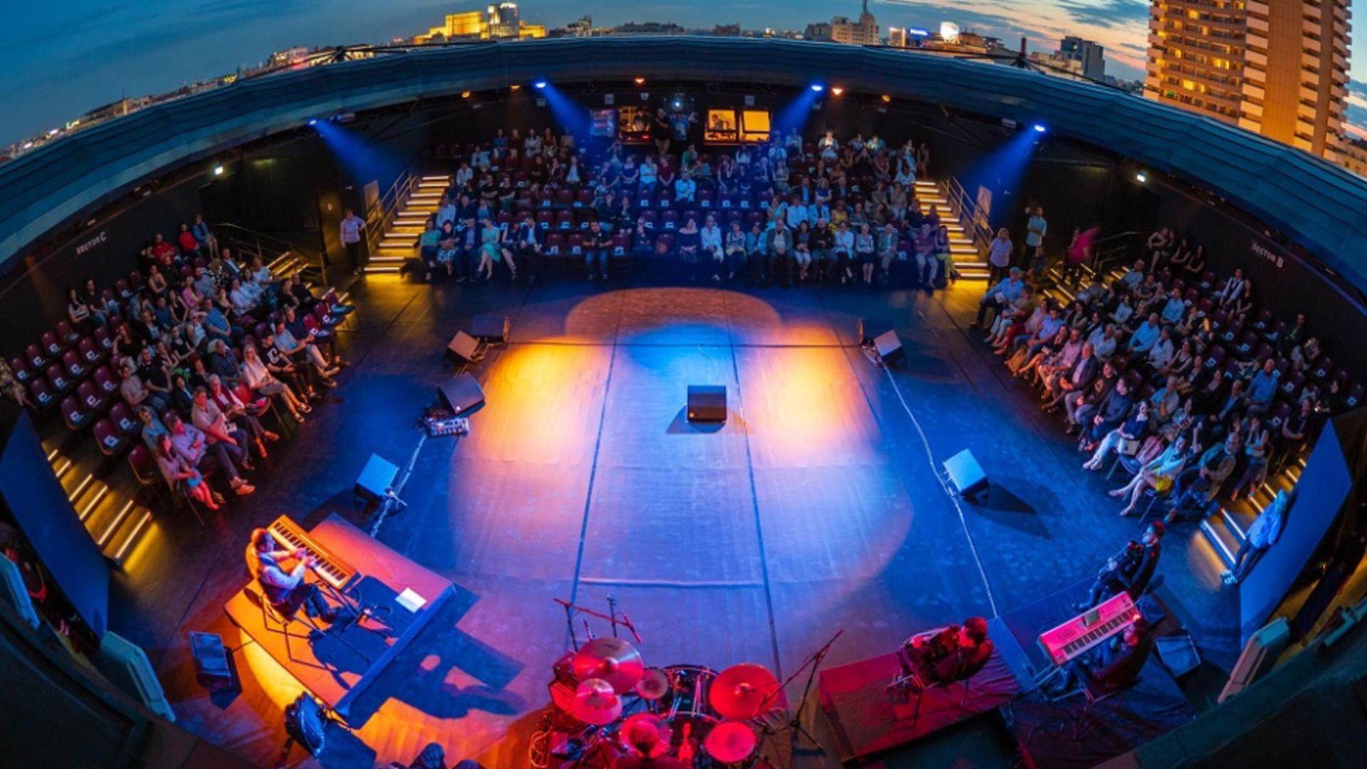40 de directori de teatre cer măsuri pentru evenimentele în aer liber - Scrisoare deschisă pentru Klaus Iohannis, Guvern și CNSU