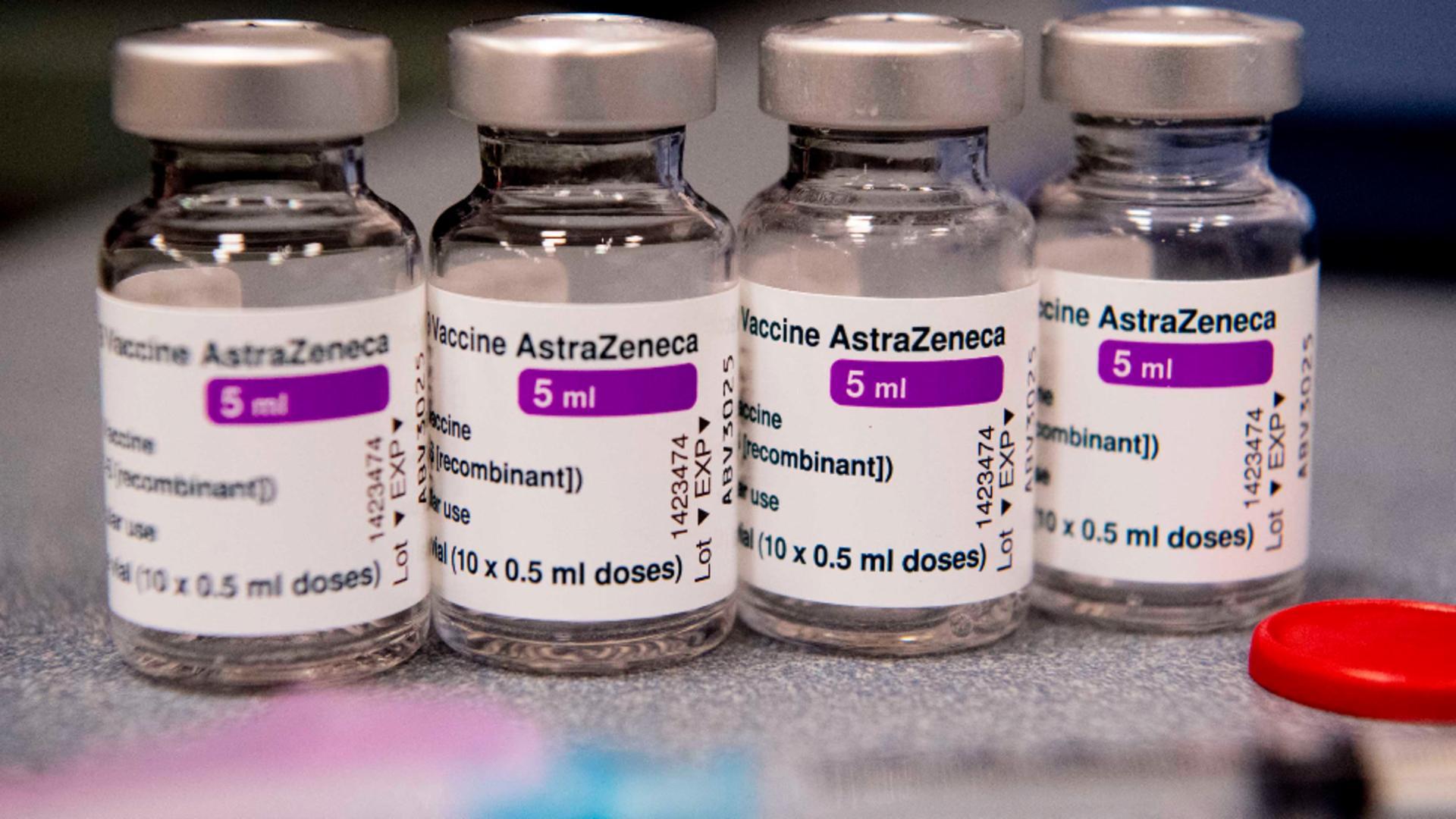 Un nou LOT de vaccin anti-COVID-19 ajunge ASTĂZI în România - Unde sunt distribuite dozele Vaxzevria Foto: Profi Media