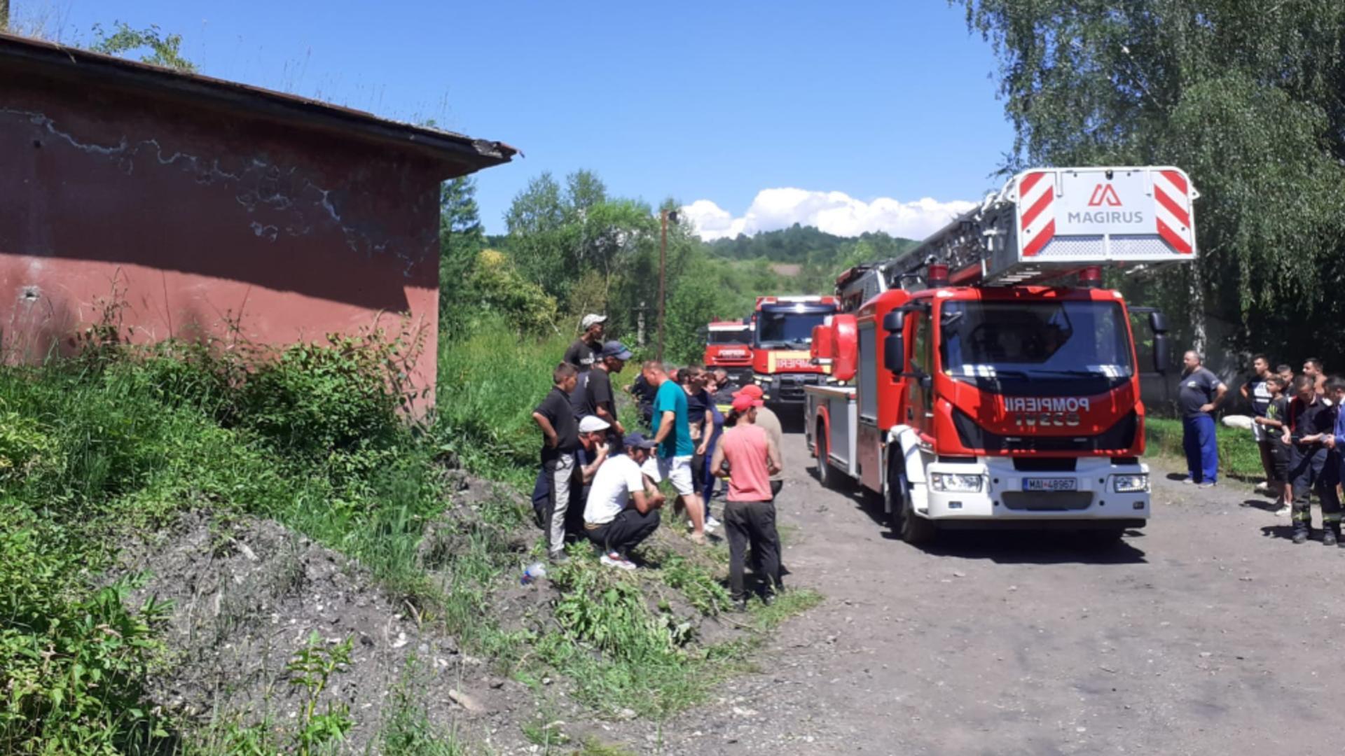 Un bărbat a supraviețuit după ce a căzut 10 metri în gol, într-un siloz de cărbune. Foto/ISU Hunedoara
