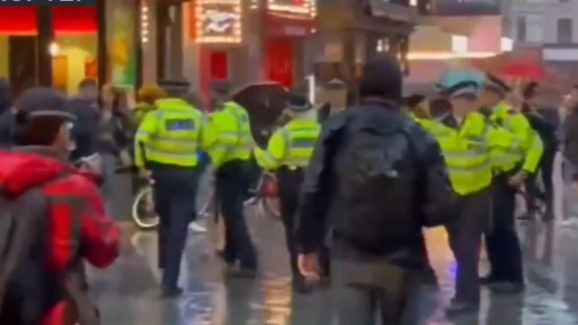 Altercații violente între fanii echipelor și polițiști