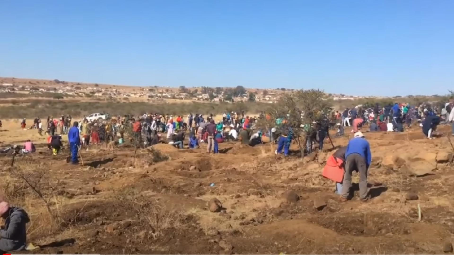 Peste 1.000 de oameni caută diamante în Africa