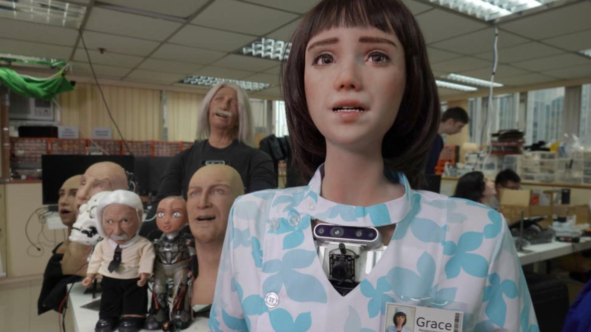 """Asistenta medicală Grace, """"sora"""" robotului umanoid Sophia, care îi va ajuta pe oamenii afectați de pandemia COVID-19 Foto: captură video YouTube"""