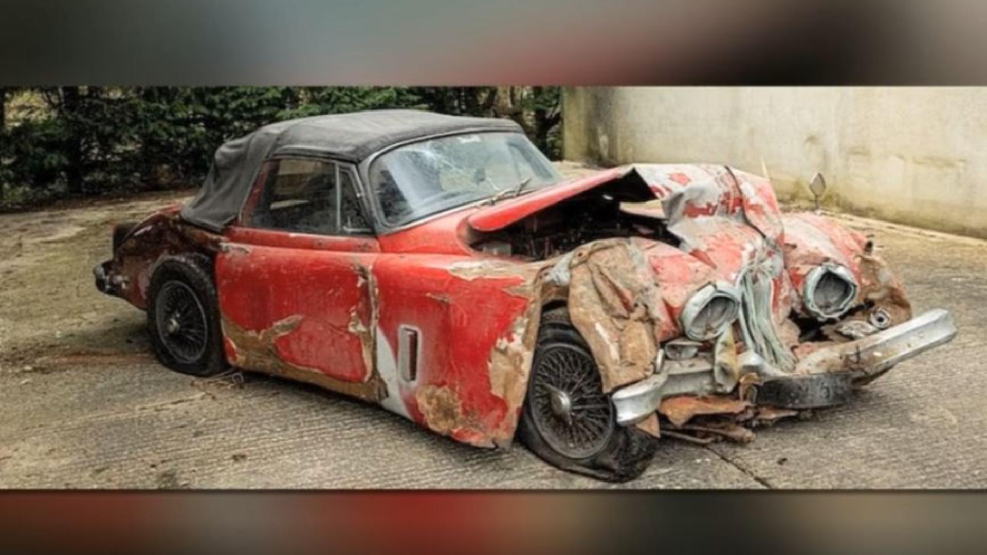 Jaguarul făcut praf a fost adjudecat cu aproape 130.000 de dolari