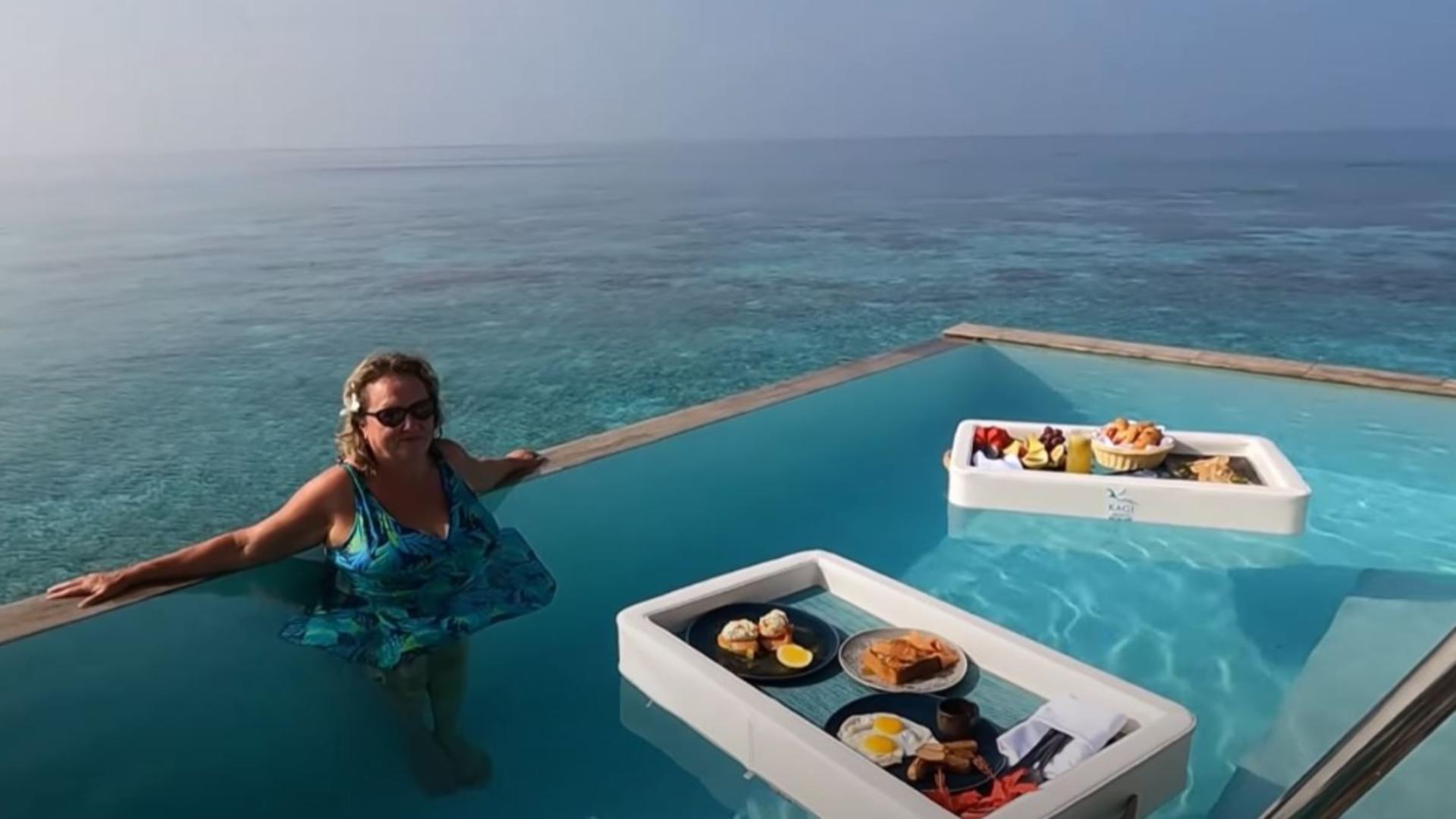 Micul dejun plutitor, ultima atracție în resorturile de lux. Foto /elenas day